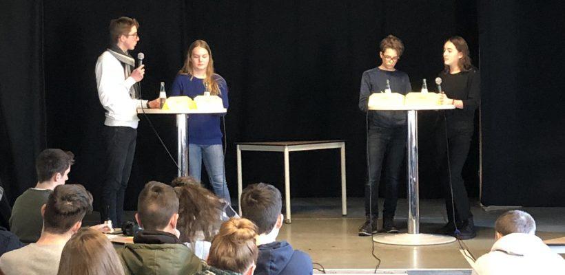 Die Finaldebatte der Sek II mit Jacob und Paula.