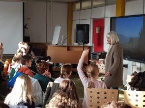 Allein von Ruanda nach Deutschland – Autorin Hanna Jansen las Sechstklässlern vor